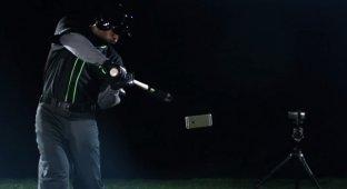 HTC разгромила флагманы конкурентов бейсбольной битой